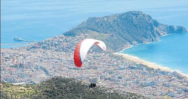 Alanya'da alternatif turizme yamaç paraşütü katkısı