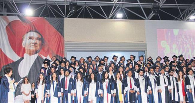 DEÜ'de mezuniyet coşkusu