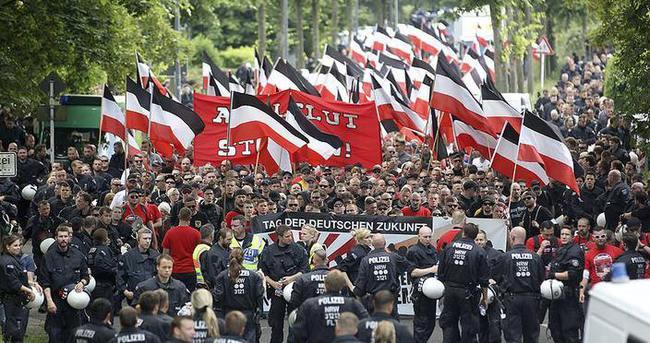 Dortmund aşırı sağcılara geçit vermedi