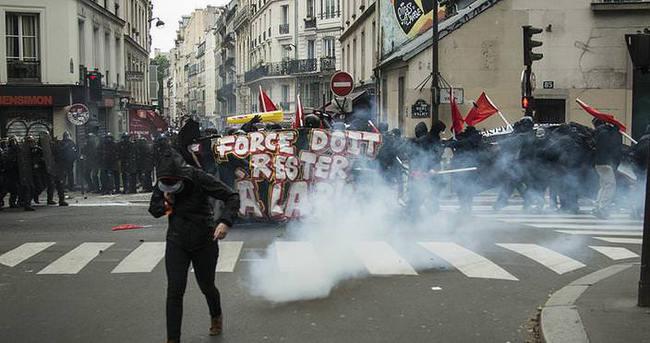 Paris polisi ırkçılık karşıtlarına müdahale etti