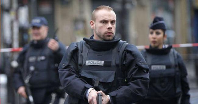 Fransa'da turistlere silahlı saldırı!