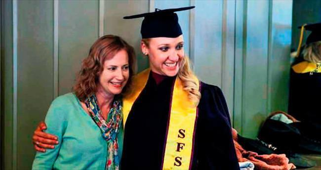 Terk edildiği kampustan mezun oldu