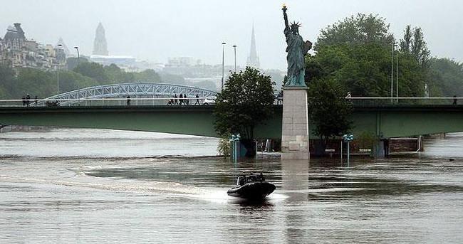 Fransa'da selin faturası giderek ağırlaşıyor