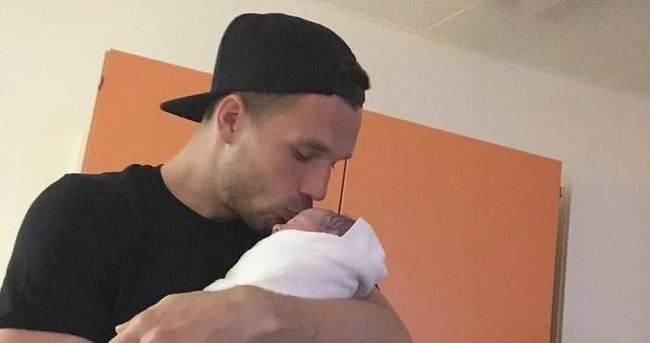 Lukas Podolski'nin ikinci babalık sevinci
