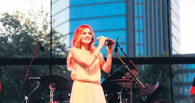 İstanbul'daki ilk konserini verdi