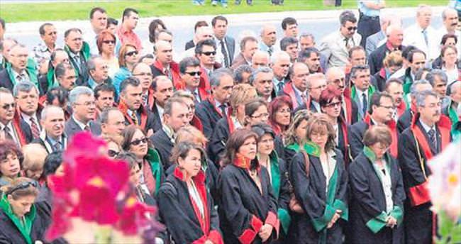 İzmir'e 17 savcı atandı