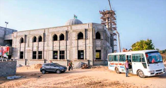 İsrail'in yıktığı camileri Türkiye ayağa kaldırıyor