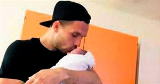 Poldi ikinci kez baba