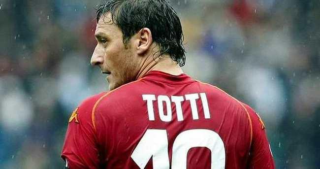 Totti'nin sözleşmesi 1 yıl uzatıldı