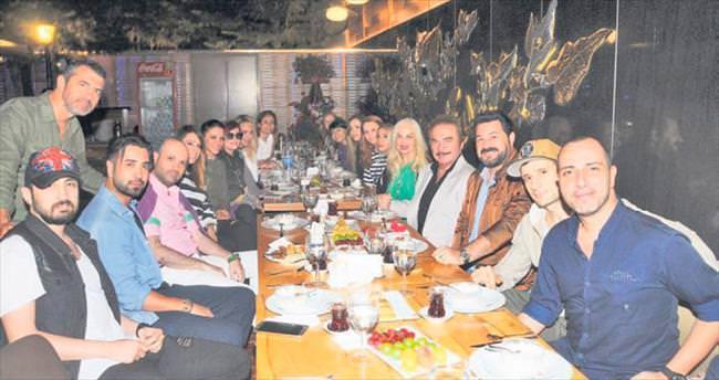 Sanatçıları buluşturan iftar yemeği