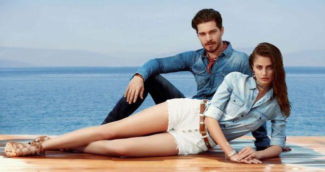 Çağatay Ulusoy, Taylor Marie Hill ile aşk mı yaşıyor?