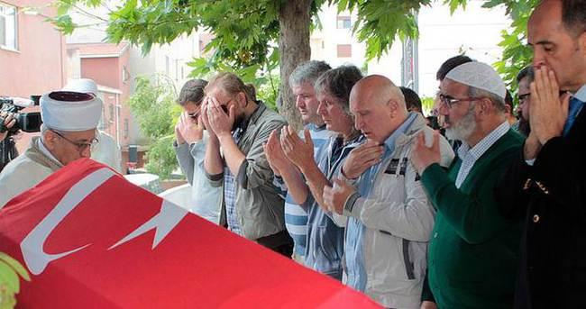 İstanbul'daki terör saldırısında hayatını kaybedenler toprağa verliyor