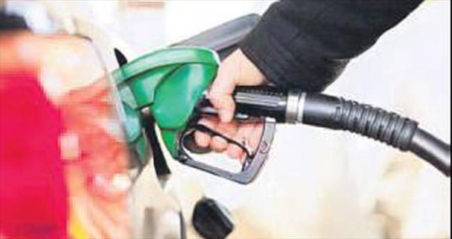 Dolar tepetaklak oldu, benzin düştü