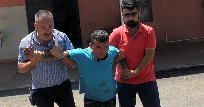 Suçüstü yakalanan hırsız gazetecilere saldırdı