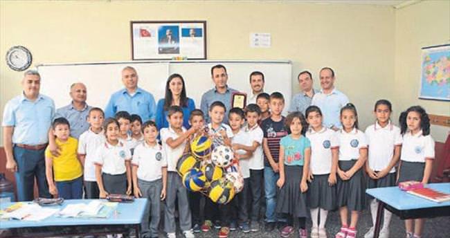 Öğrenciler topladı okullar ödülü aldı