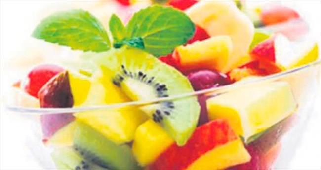 İftardan sonra meyve salatası tüketin