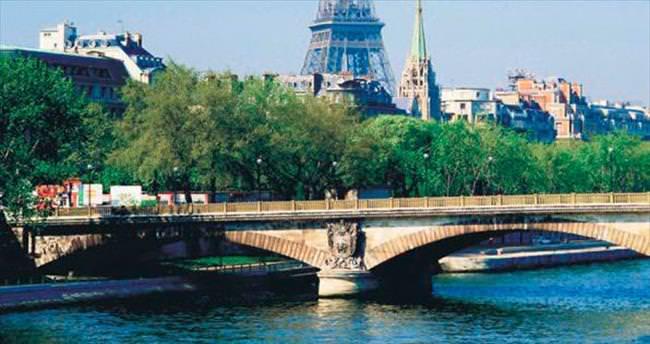 Avrupa Şampiyonası bahane Fransa'yı gezmek şahane