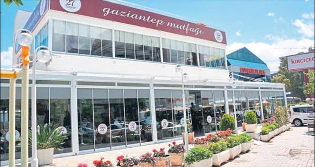 Antep lezzetini İzmir'de sunuyor