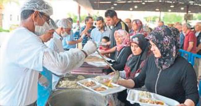 Muratpaşa'da iftar bereketi