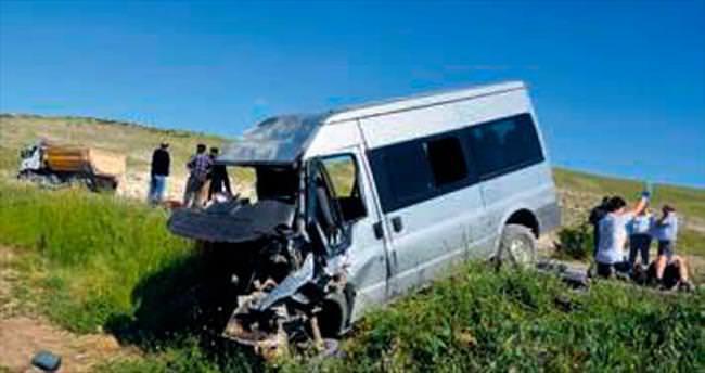 Öğrenci servisi kaza yaptı: 3 ölü