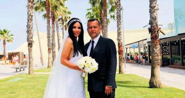 Gülşen ve Ozan Barselona'da evlendiler