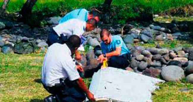 'Kalıntılar kayıp uçağa ait' iddiası