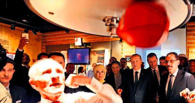 74'lük Şampiyon Kamacı'dan boks gösterisi