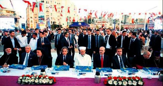 Geleneksel Taksim iftarında birlik mesajı