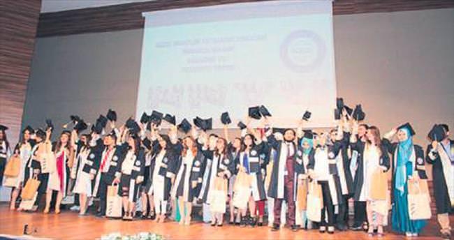 Nuh Naci Yazgan'da mezuniyet coşkusu