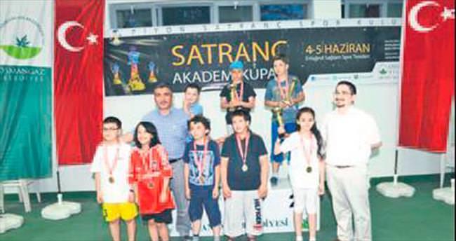 Akademi kupası satranç turnuvası sona erdi