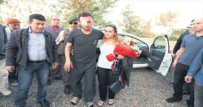 Çukurca gazisi Samsun'da çiçeklerle karşılandı