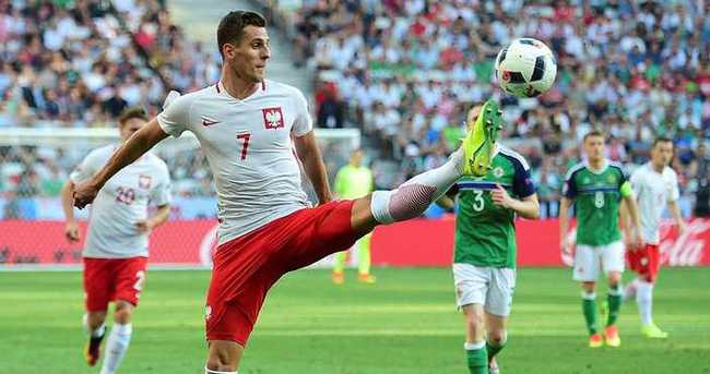 Polonya galibiyetle başladı