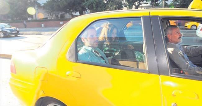 Makyajsız olunca taksiye binip kaçtı