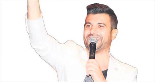 Yeni şarkı müjdesini Kıbrıs'ta verdi