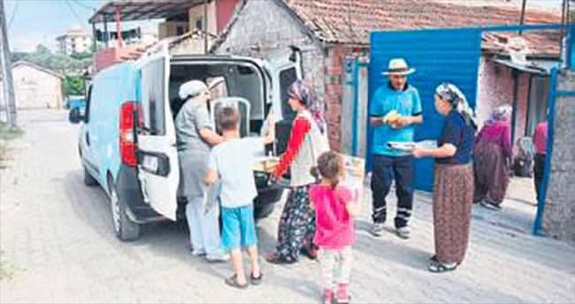 Kemalpaşa'da mobil iftar ekibi işbaşında
