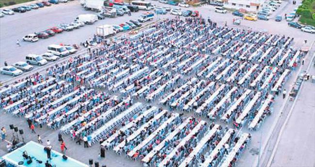 Mamak Belediyesi'nden 4 bin kişilik iftar sofrası