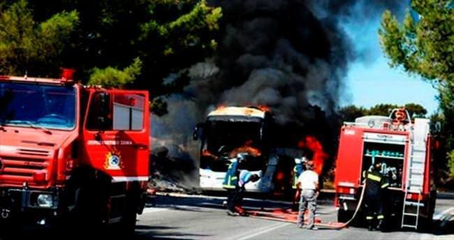 Rodos'ta Türk turistlerin otobüsü yandı