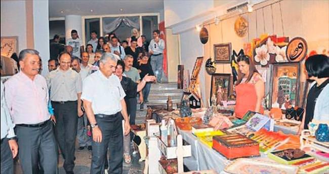 Tarsus Halk Eğitim'in yıl sonu sergisi açıldı