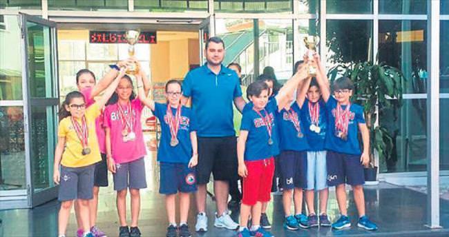 Minik yüzücüler Adana şampiyonu
