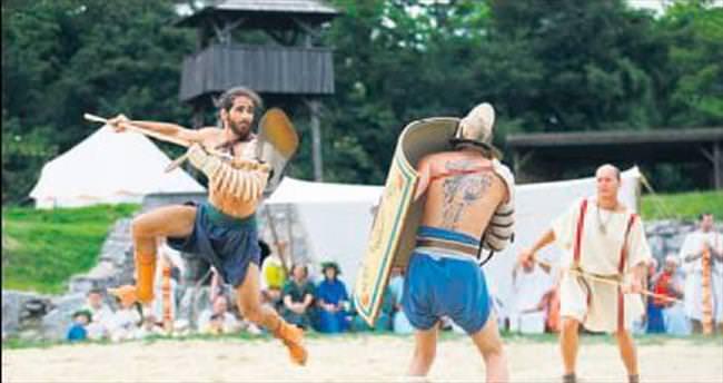 Romalı gladyatörler yeniden arenada