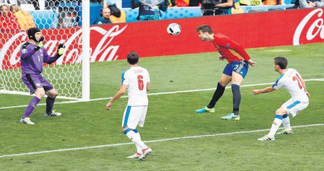 Pique'den altın gol