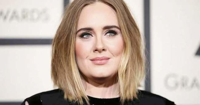 Adele konser sırasında gözyaşlarına boğuldu