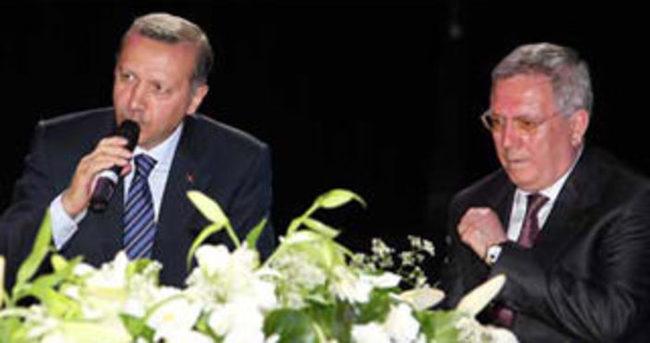 Cumhurbaşkanı Erdoğan'dan Aziz Yıldırım'a tebrik