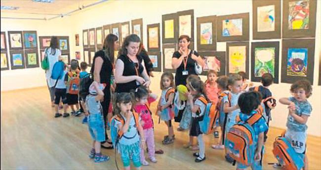 Minik sanatçılar Ekol Sanat'ta sergi açtı