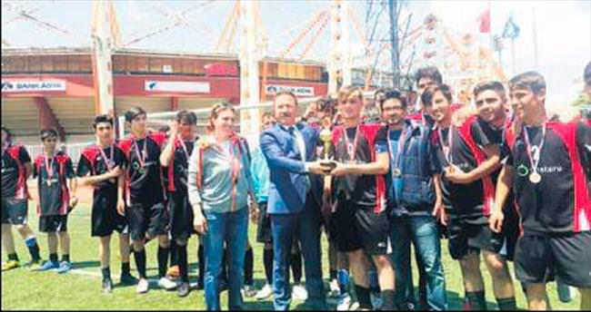 Kızılcahamam Anadolu İHL futbolda Ankara şampiyonu oldu