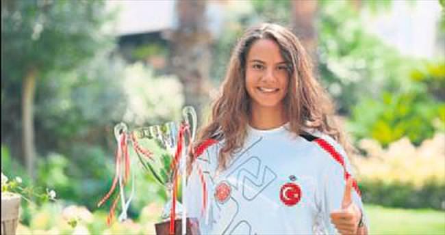 İzmirli İpek triatlonda Balkan şampiyonu oldu