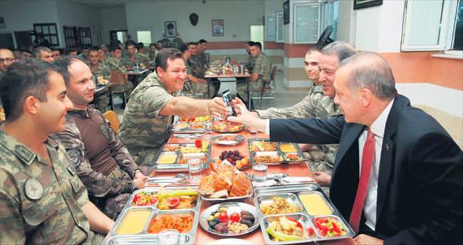 Erdoğan'dan askere iftar sürprizi