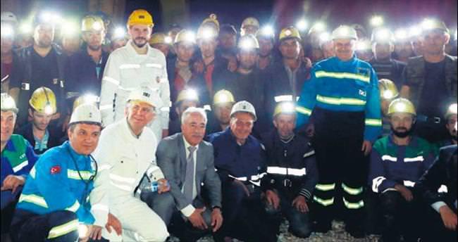 400 metre derinlikte madencilerle iftar