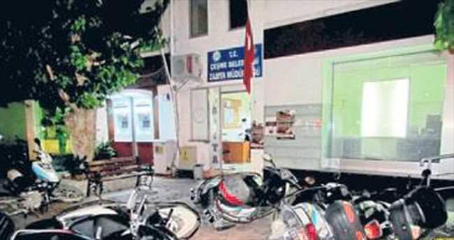 Çeşme'de zabıta binasına saldırı