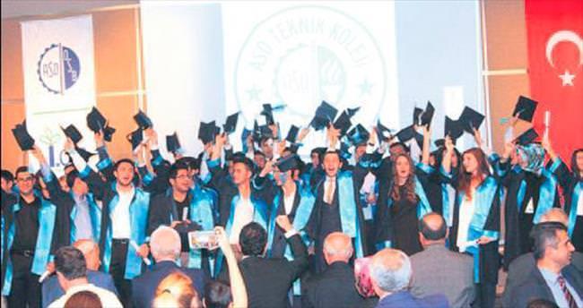 ASO Teknik Koleji ilk mezunlarını verdi